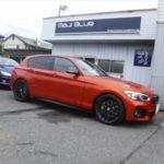 「BMW118i Mスポーツ 車検整備(ドライブベルト交換)+KONFORT780Rエアコンメンテナンス + MFA充填などです。」